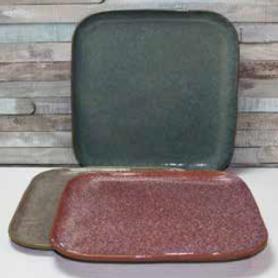 """Assiette """"Kubikolor"""" - diam 21cm x H. 1,5cm - en céramique émail réactif coloris panachés rose, bleu, taupe - A création"""